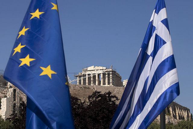 Bandeiras da União Européia e da Grécia