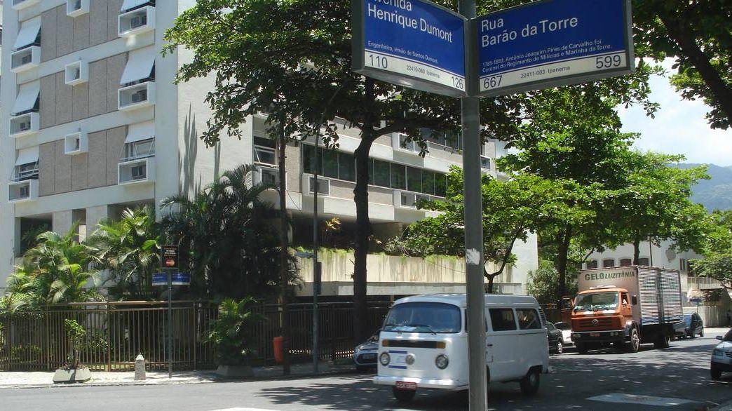 Rua Barão da Torre esquina com Henrique Dumont em Ipanema, Rio de Janeiro