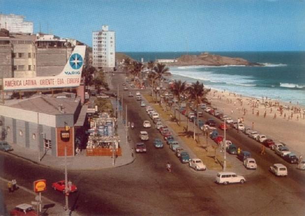 Esquina da Rua Gomes Carneiro esquina com Avenida Vieira Souto anos 1960