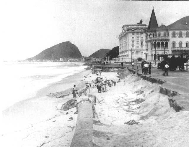 Ressaca na Praia de Copacabana