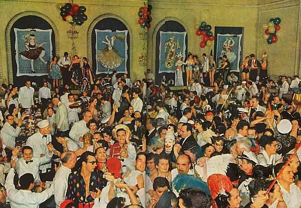 Baile de Carnaval do Golden Room do Hotel Copacabana Palace em 1954