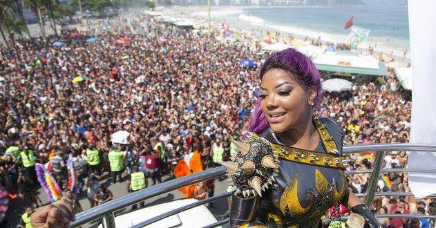 Cantora Ludimila anima a 21ª Parada do Orgulho LGBT Rio em Copacabana