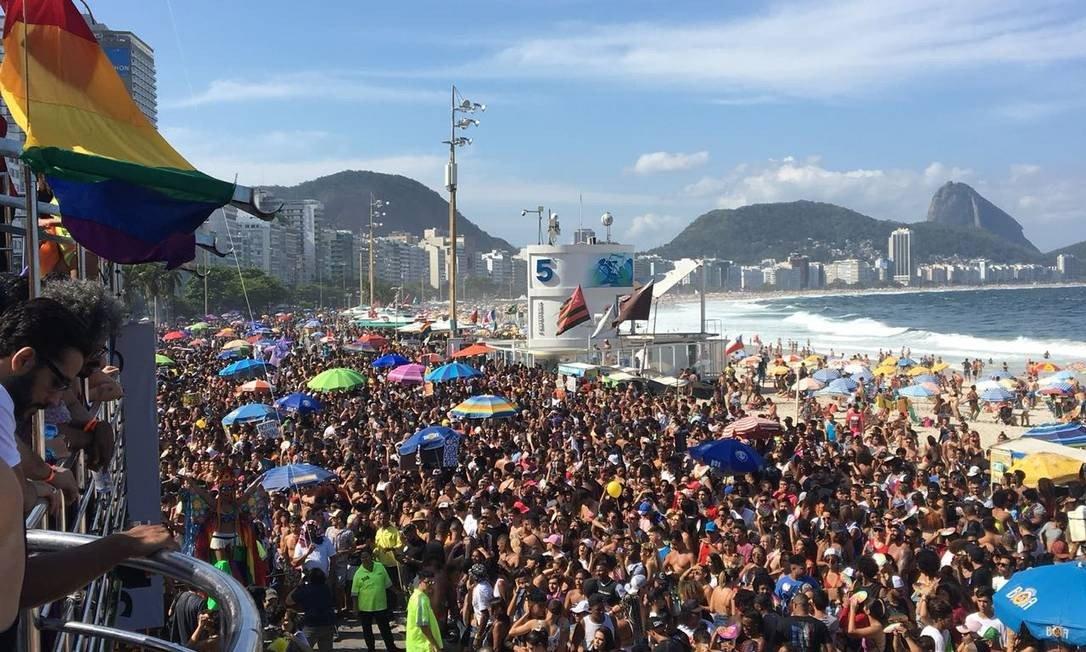 Copacabana colorida na 23ª Parada do Orgulho LGBTI em Copacabana