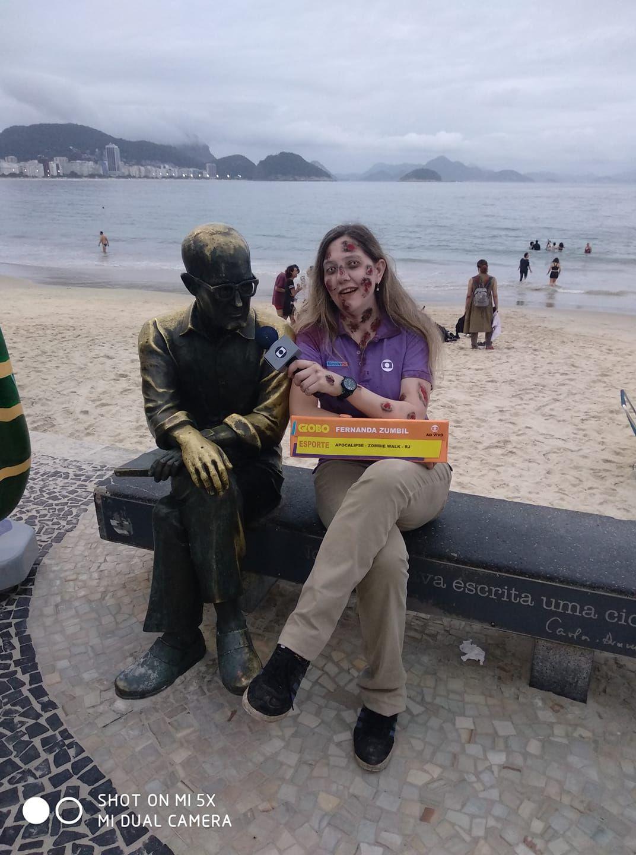 Zombie walk Fernanda Gentil entrevista Carlos Drummond na Zombie Walk 2018 em Copacabana