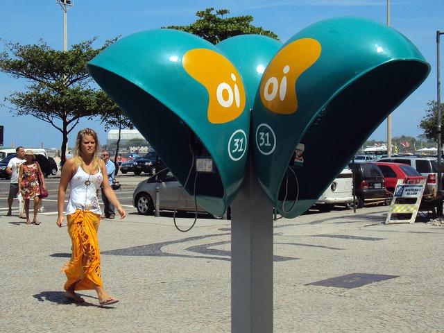 Orelhão na praia de Copacabana