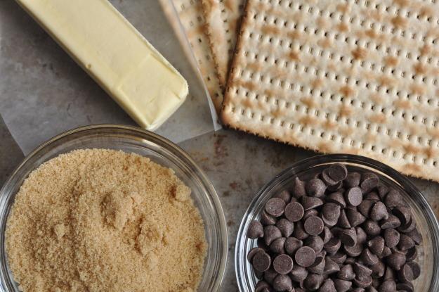 chocolate matzah crunchingredients.JPG