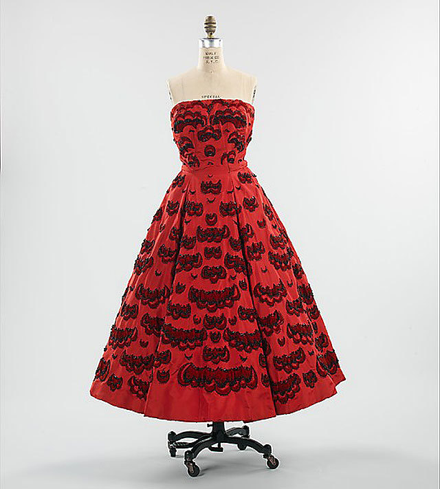 evening dress by Christian Dior, 1952. source Metropolitan Museum of Art