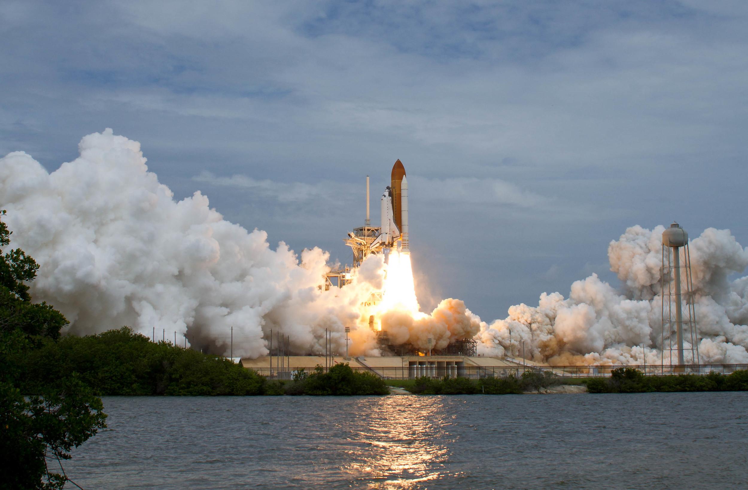 launchpad liftoff shuttle nasa takeoff.jpg