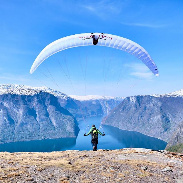 Had a paragliding friend visiting from the USA, and managed to sneak him into a cheaky weather window for a flight in Aurland #paragliding #flying #fjord #spring #fly #fun #photooftheday #sun #visitflam #visitnorway #fjordsofnorway #travelphotography #photography #fujifilm #instaphoto #summeriscoming #outdoors #outdoorphotography #paraglider #paragliders