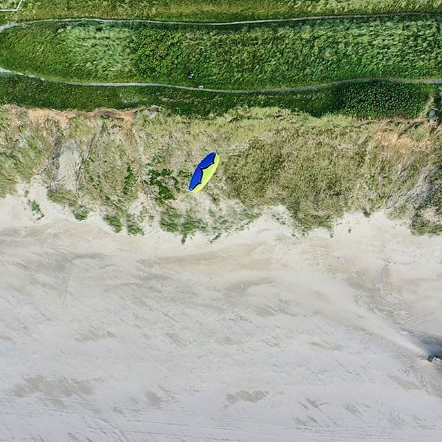 Here is a few more shots from last weeks #speedflying session in Denmark this time from the drone @mlandpictures @ozoneparagliders #speedfly #paragliding #paraglidinglife #beach #flyingisfun #flying #soaring #drone #dronephotography #dronestagram #dji #viewfromabove #denmark🇩🇰 #funtimes #photography