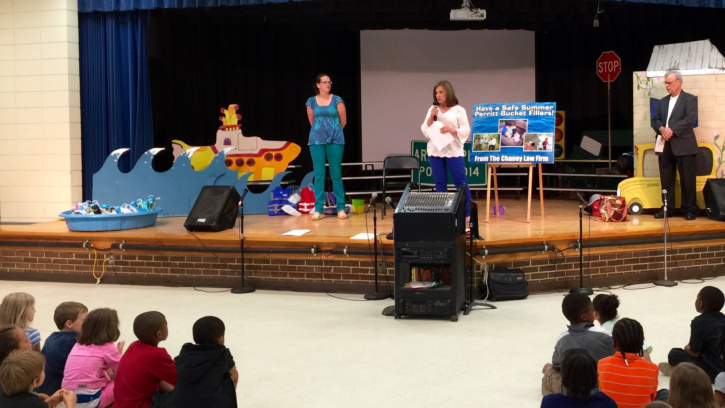 terri speaks to kindergarten.jpg