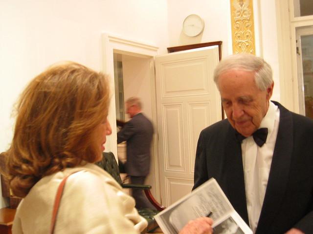 Pierre Boulez signs an autograph