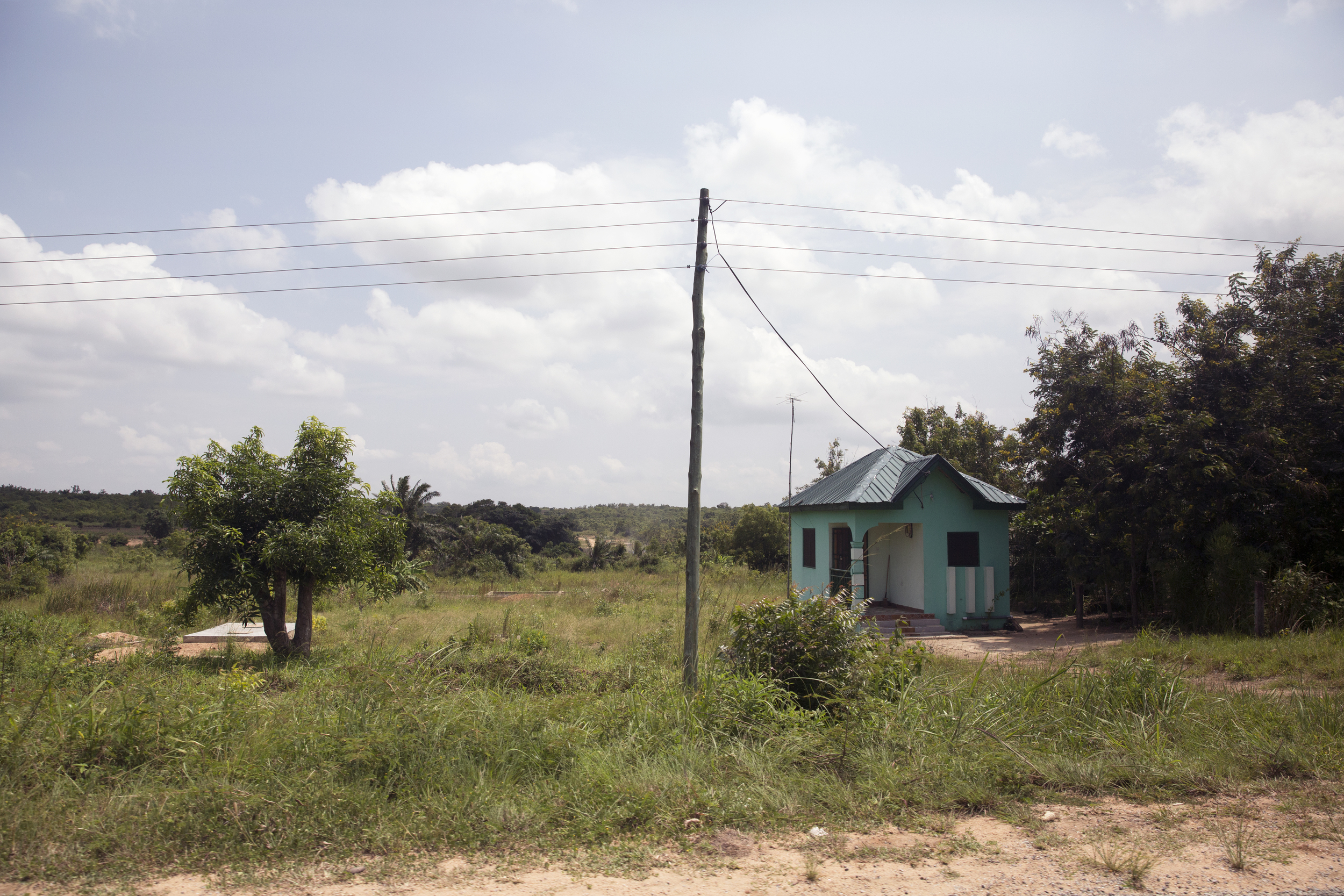 One of the few houses that we passed on our way from Akotsi Junction to Gamoa Fetteh beach.