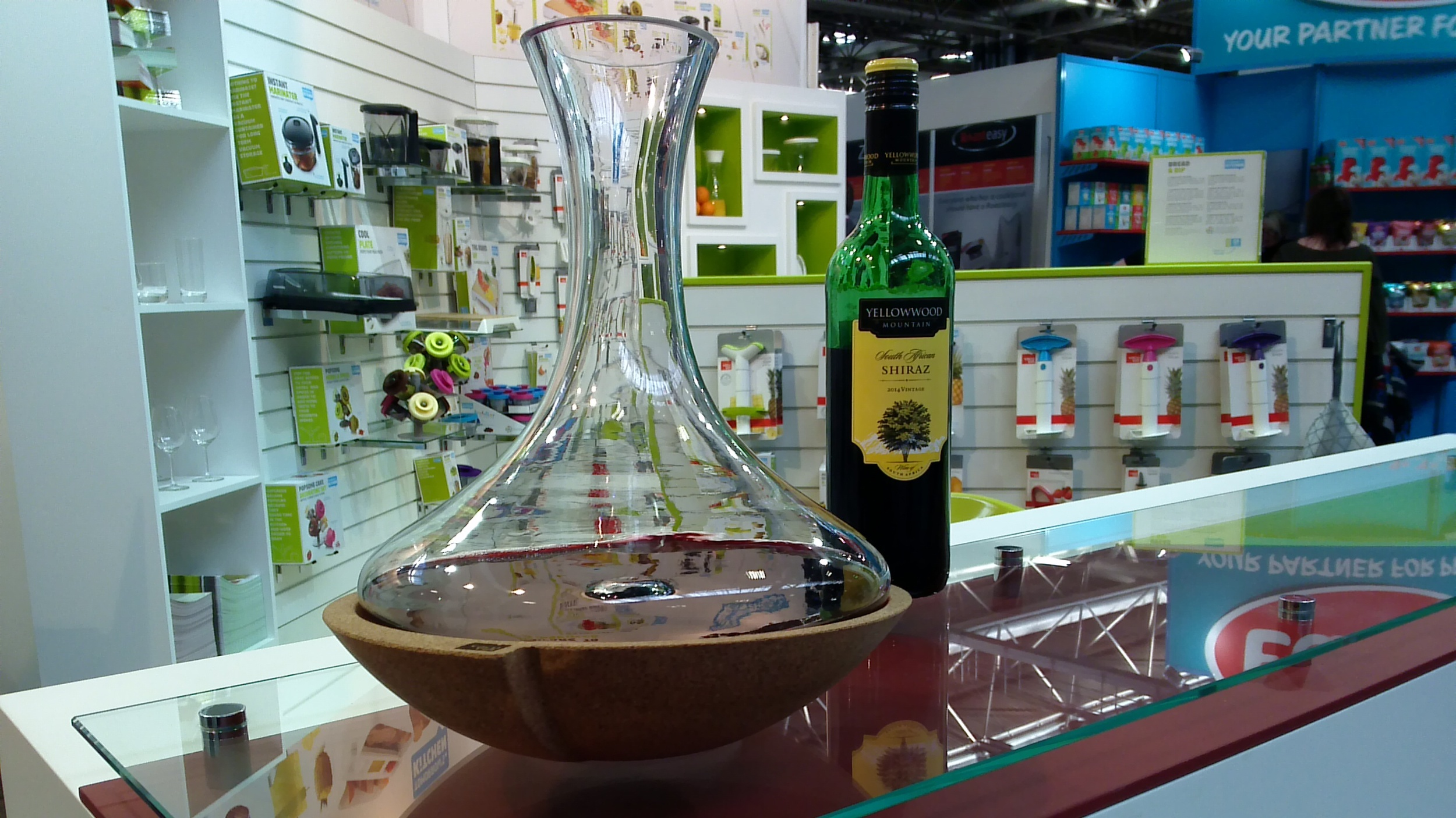 The new decanter from Vacu Vin is a real head-turner
