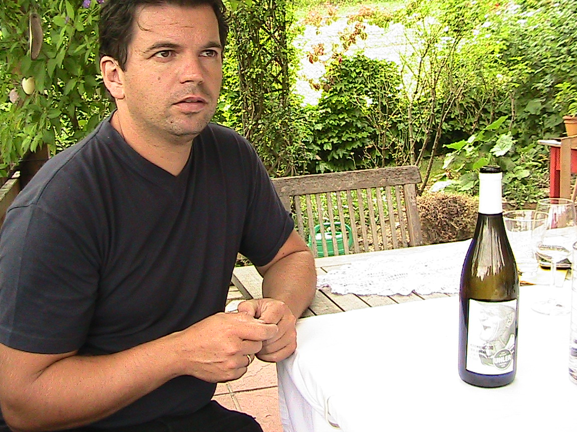 Peter Uhler plays traditional Viennese folk music to his fermenting wines