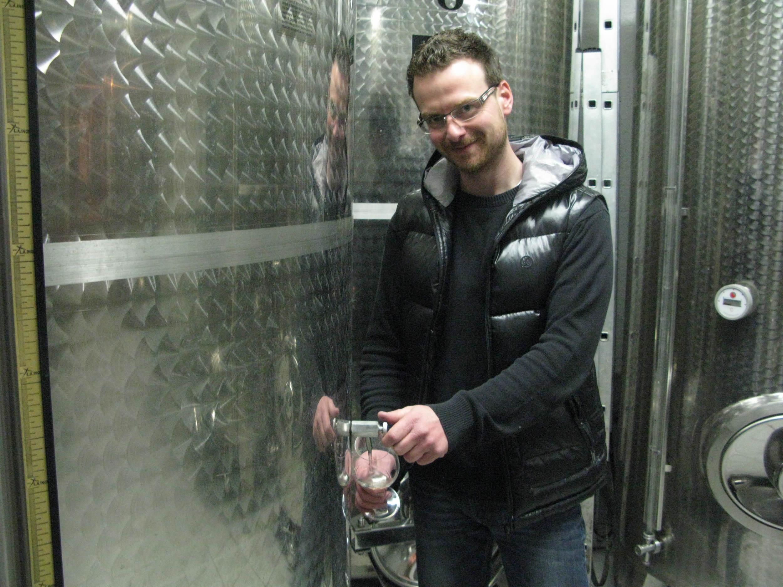 Marko Gerzinić prepares a tank sample for ywine.press