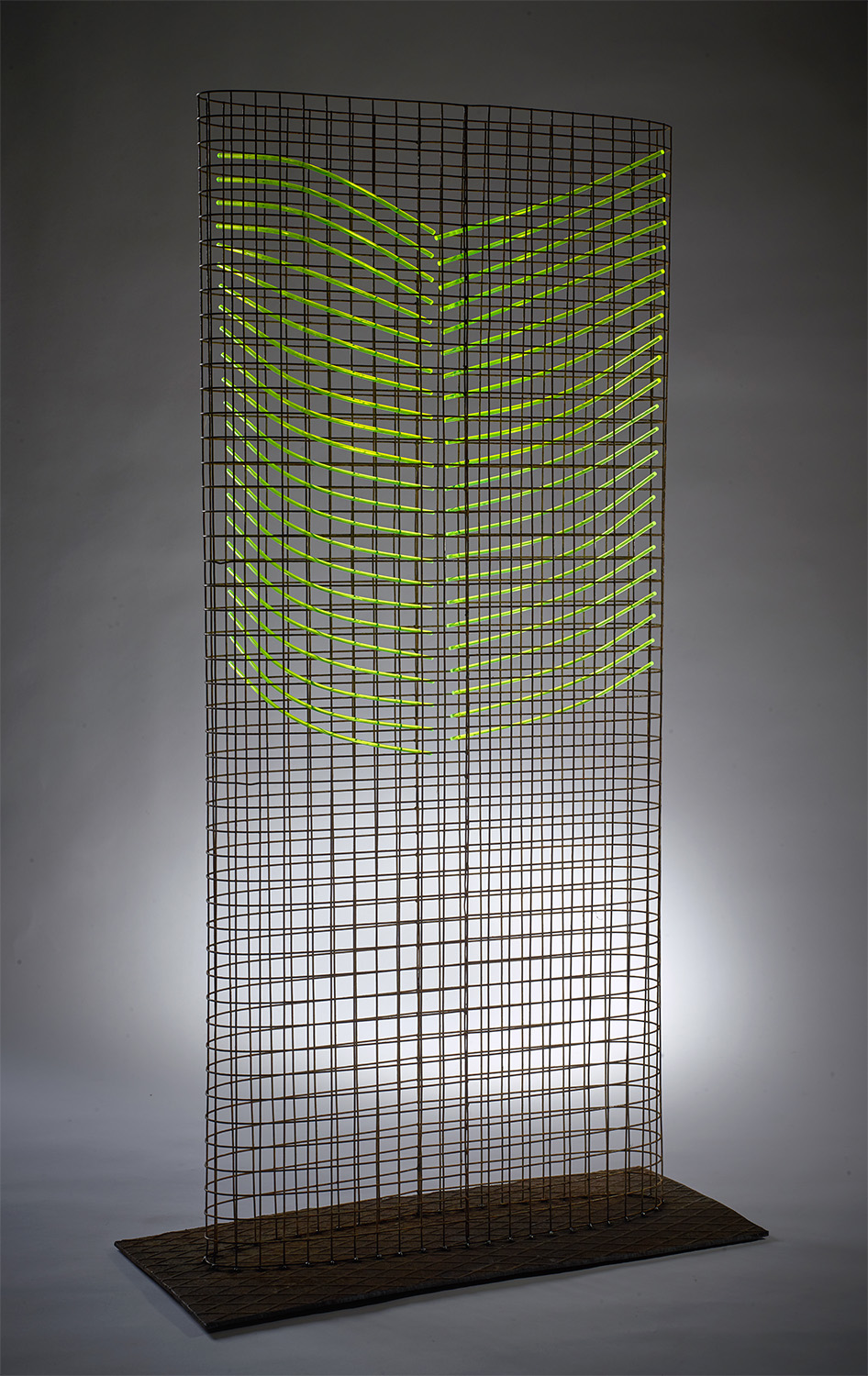 Rib Tower 122x66x29 Steel Mesh and Fluorescent, Rod Floor standing