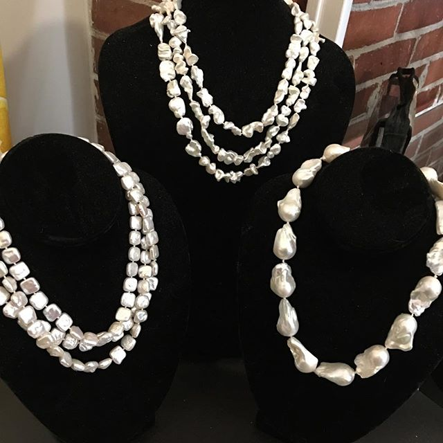 Valentine's Day procrastinators I have you covered! Stop in...I'll wrap for you in sweet ❤️❤️❤️ paper. #valentinesday #love #pearls #giftideas