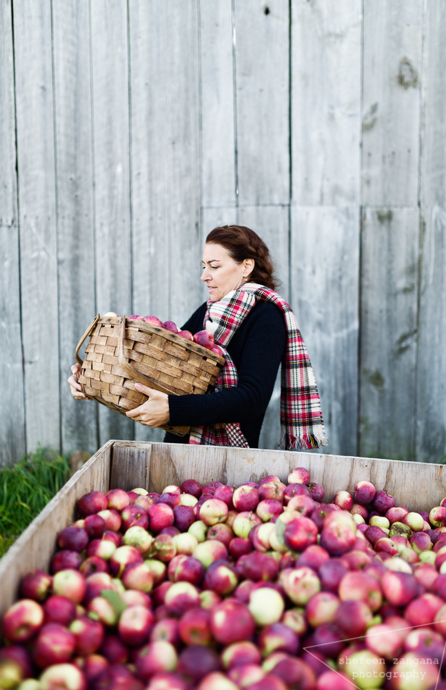 Anick gathering apples