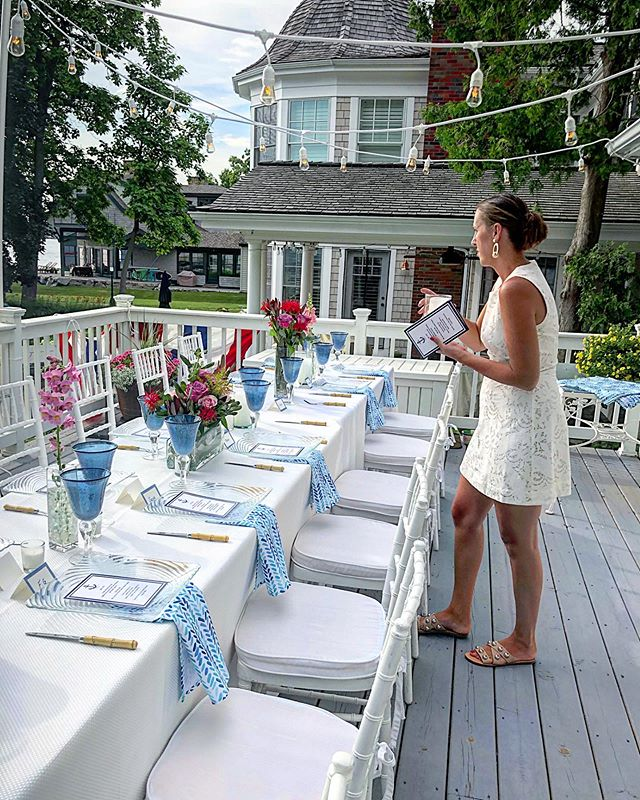 What a blessing to plan this intimate dinner to celebrate my parents 53rd wedding anniversary! #wedding #anniversary #dinnerparty #whiteparty #event #eventplanner #cafelights