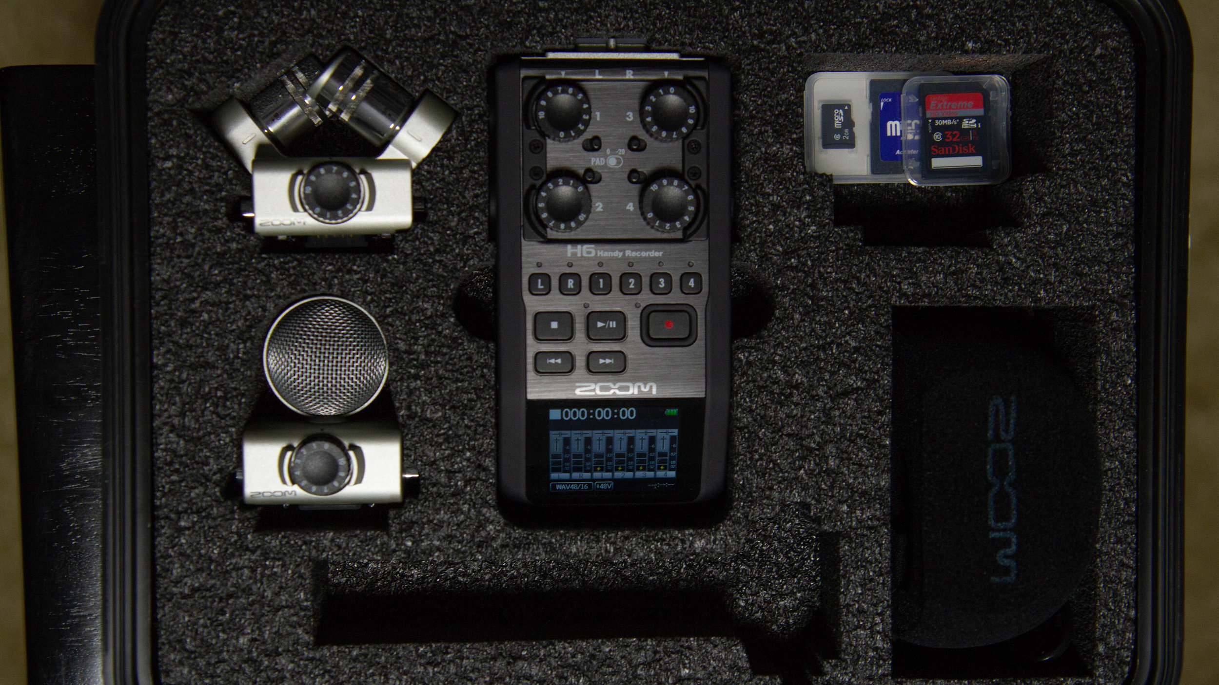 Zoom H6 - 4 track field recorder package