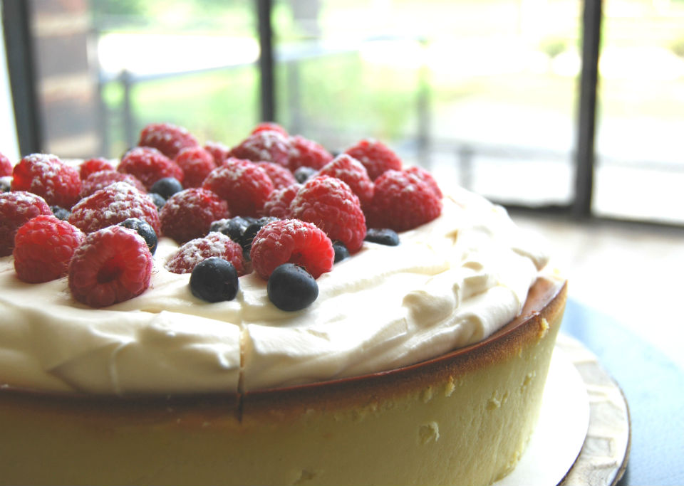 cheese cake with berries and mascarpone cream
