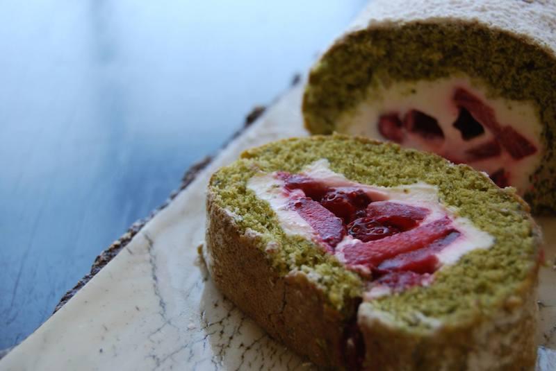 strawberry matcha roll