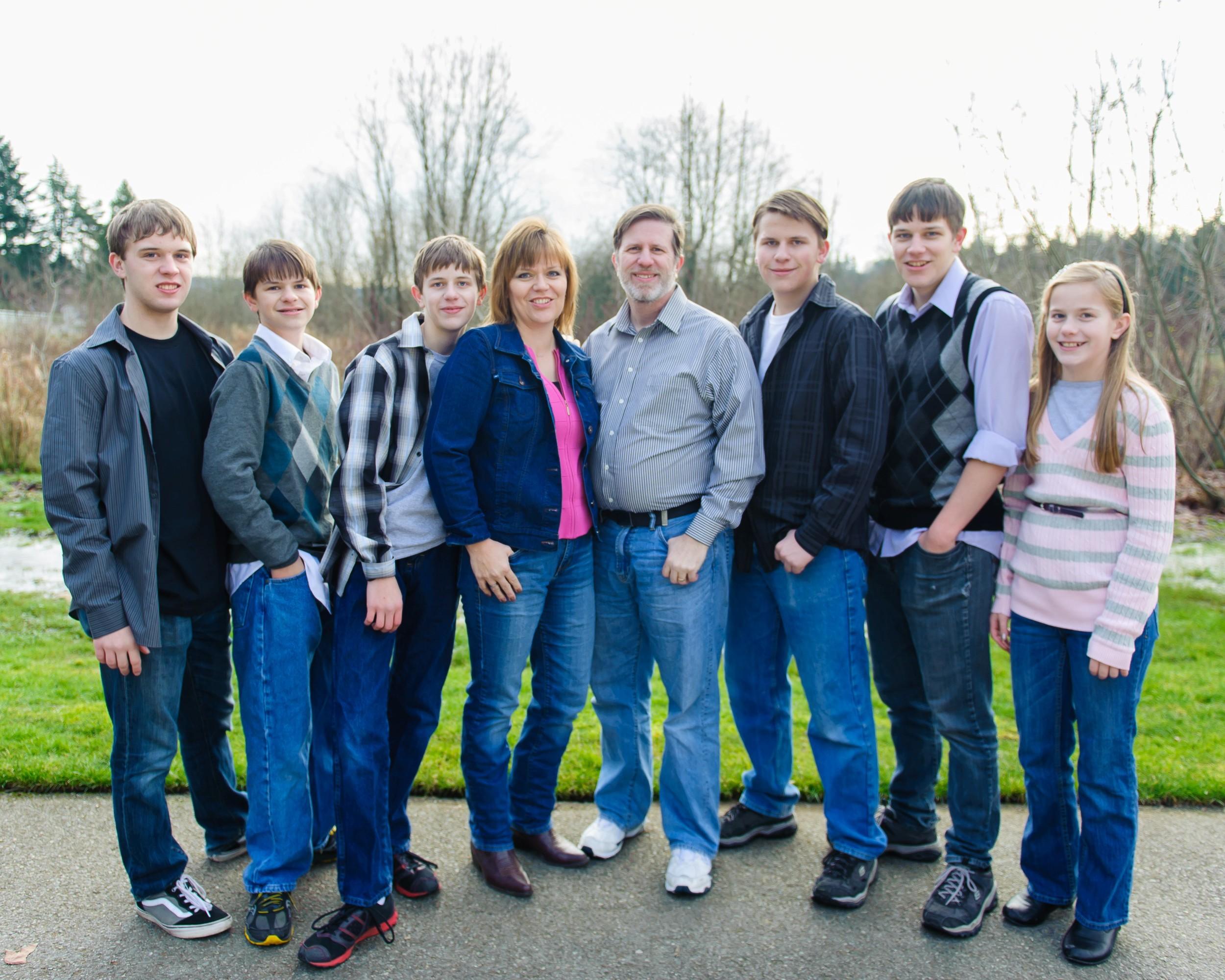 2013 Jan, Family Photo, Jason, Matt, Chris, Doreen, Steve, Mike, Kray & Jessie  size 10x8 (46).jpg