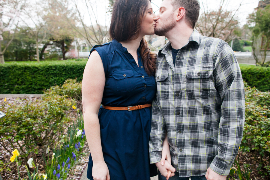 005-ballard-locks-seattle-botanical-garden-engagement-session.jpg