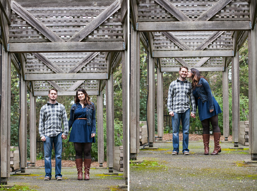 021-ballard-locks-seattle-botanical-garden-engagement-session.jpg