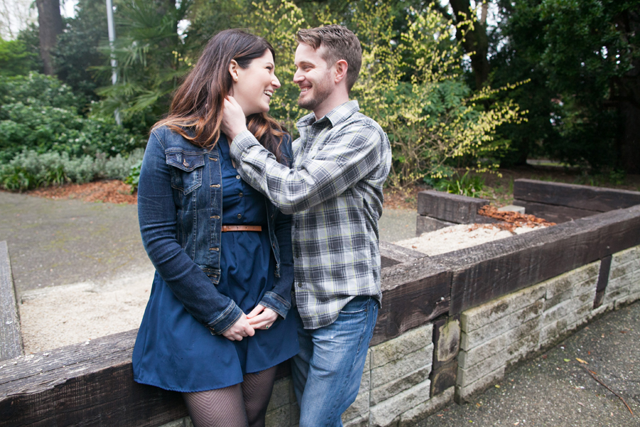 022-ballard-locks-seattle-botanical-garden-engagement-session.jpg