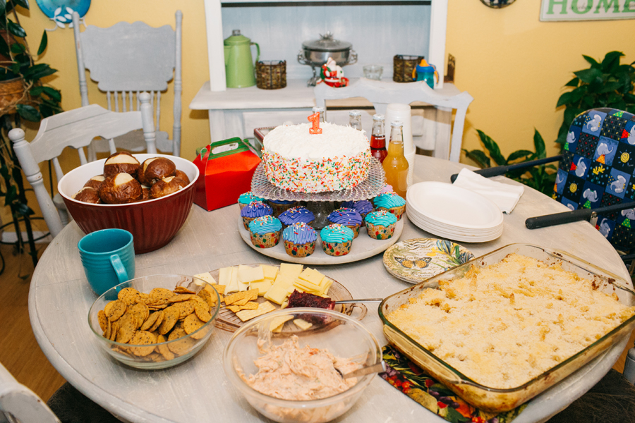 001-bellingham-family-photographer-one-year-birthday-cake-smash-katheryn-moran-photography.jpg