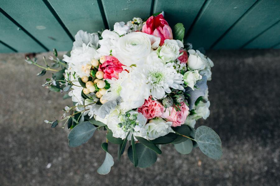 005-seattle-bothell-wedding-photographer-russells-restaurant-wilkins-photo.jpg