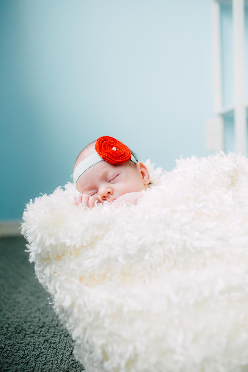 014-bellingham-newborn-photographer-photo-nursery-harper-lifestyle-session.jpg