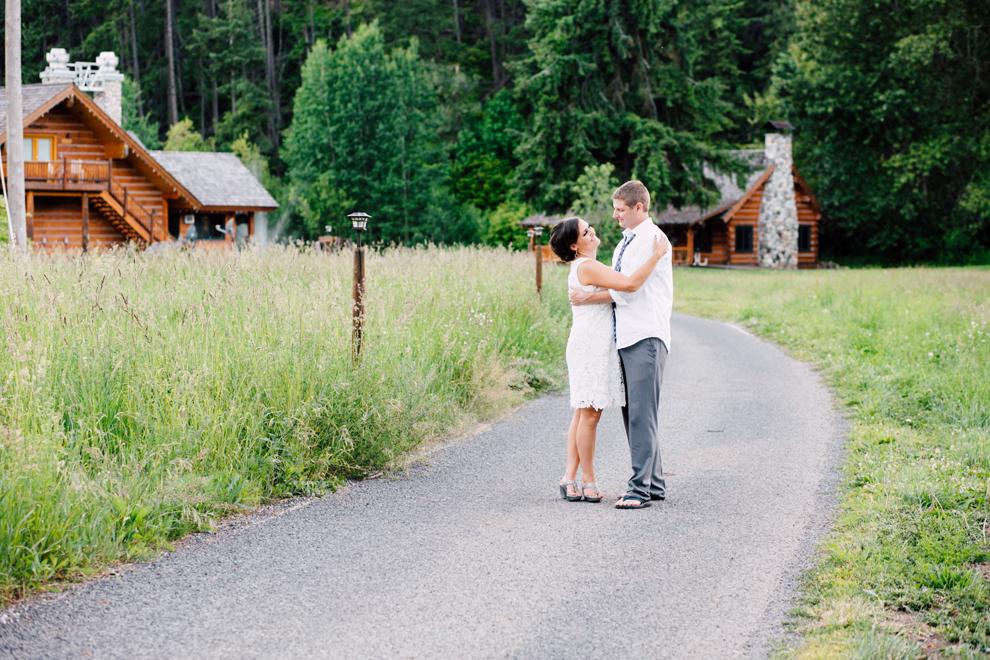 038-leavenworth-mountain-springs-lodge-wedding-karena-saul-katheryn-moran-photography.jpg