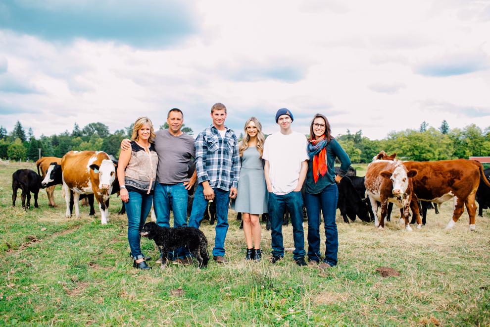 002-lynden-washington-cow-farm-family-photography-katheryn-moran-photography.jpg