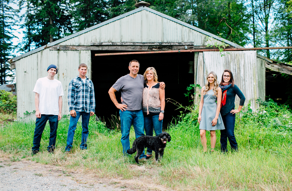 021-lynden-washington-cow-farm-family-photography-katheryn-moran-photography.jpg