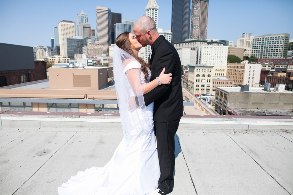 047-seattle-court-in-the-square-wedding-first-look-katheryn-moran-photography.jpg