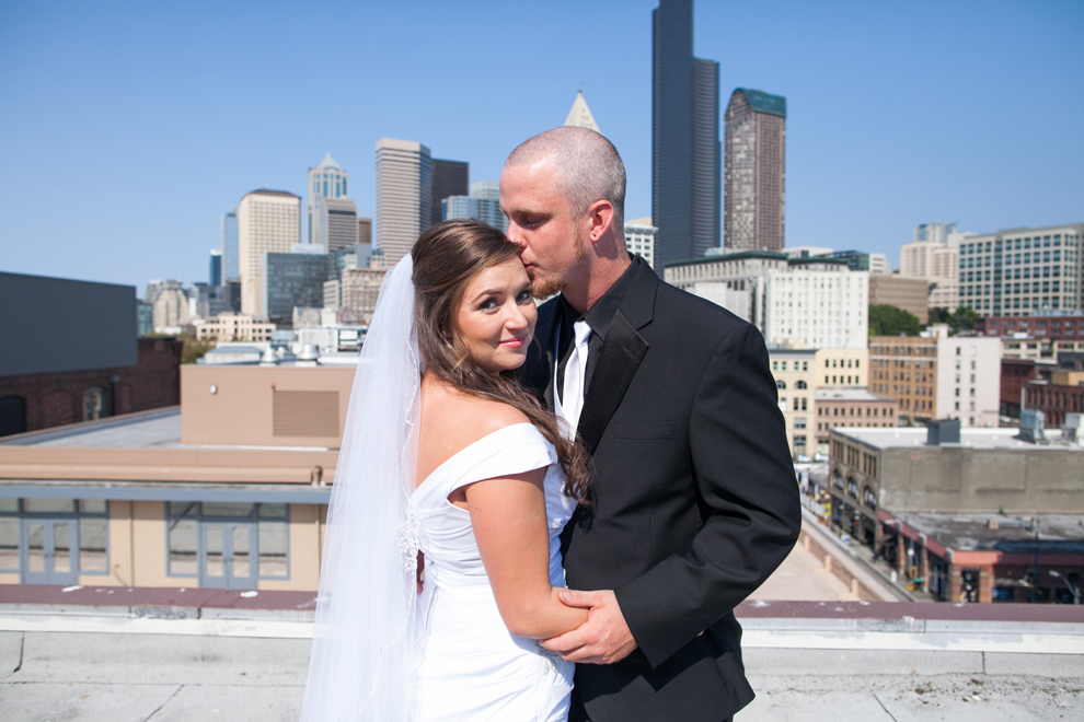 048-seattle-court-in-the-square-wedding-first-look-katheryn-moran-photography.jpg