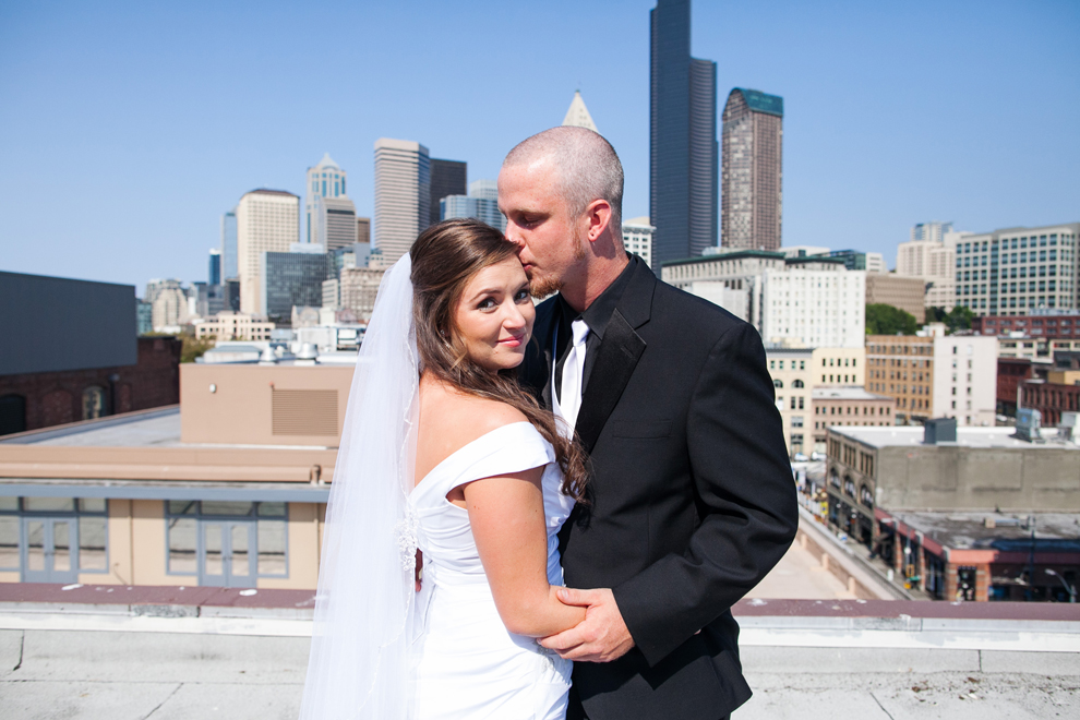 049-seattle-court-in-the-square-wedding-first-look-katheryn-moran-photography.jpg