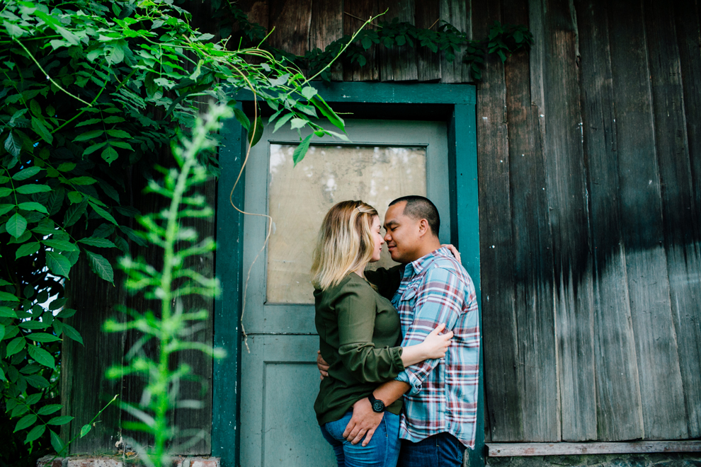 018-bellingham-fall-city-engagement-photographer-katheryn-moran-dogs-tommy-alyssa.jpg