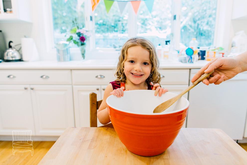 001-bellingham-family-lifestyle-photographer-katheryn-moran-kitchen-baking-pippin.jpg