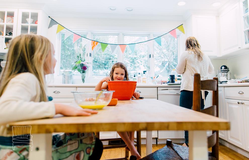 006-bellingham-family-lifestyle-photographer-katheryn-moran-kitchen-baking-pippin.jpg