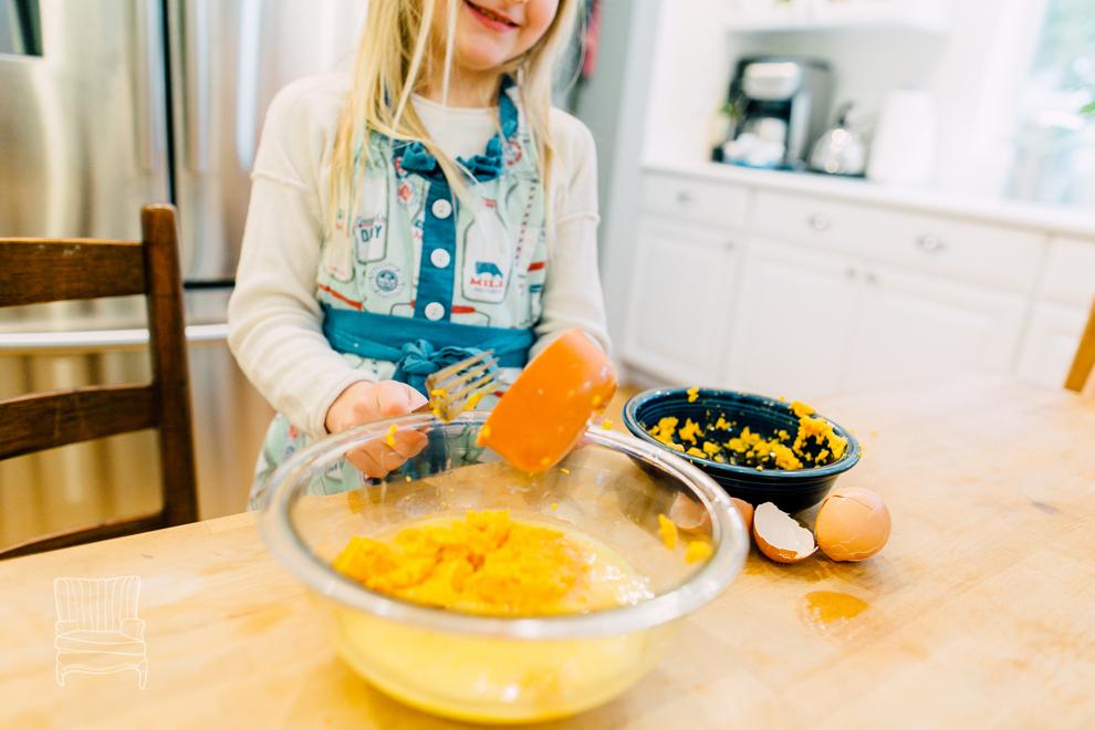 008-bellingham-family-lifestyle-photographer-katheryn-moran-kitchen-baking-pippin.jpg