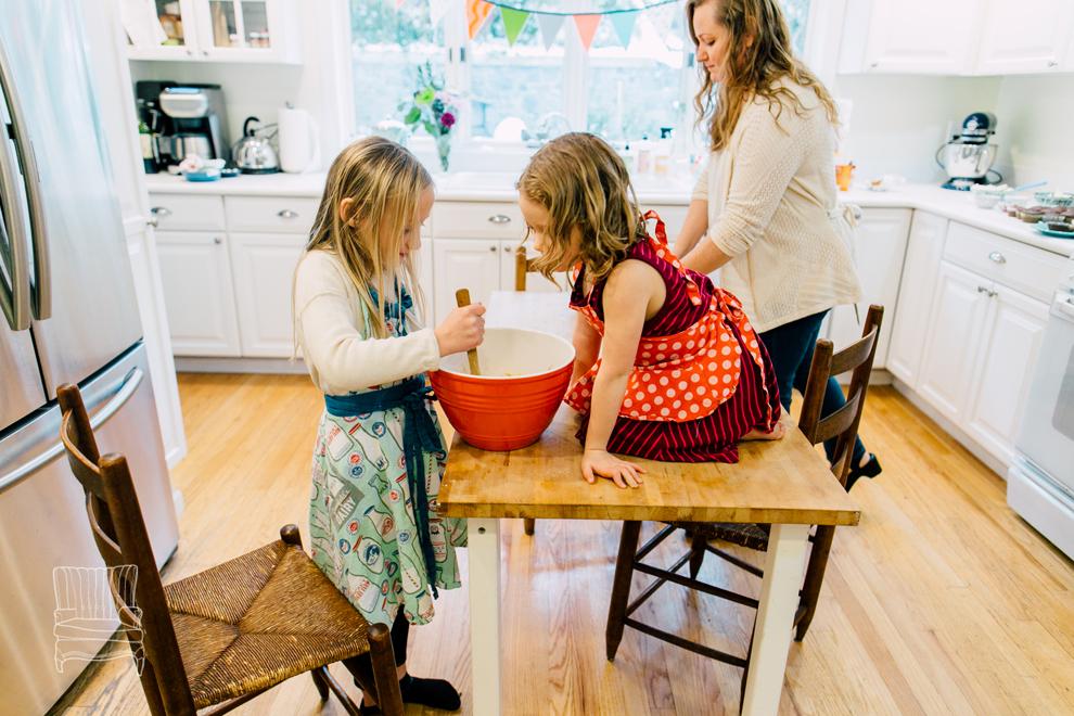 011-bellingham-family-lifestyle-photographer-katheryn-moran-kitchen-baking-pippin.jpg