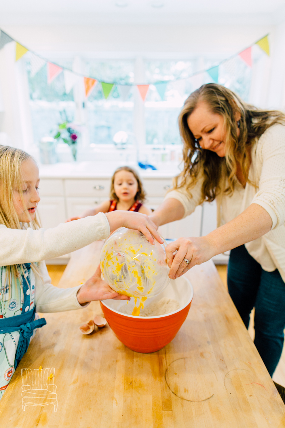 009-bellingham-family-lifestyle-photographer-katheryn-moran-kitchen-baking-pippin.jpg