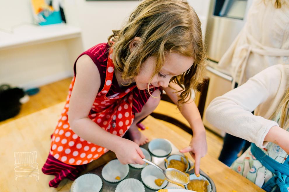 014-bellingham-family-lifestyle-photographer-katheryn-moran-kitchen-baking-pippin.jpg