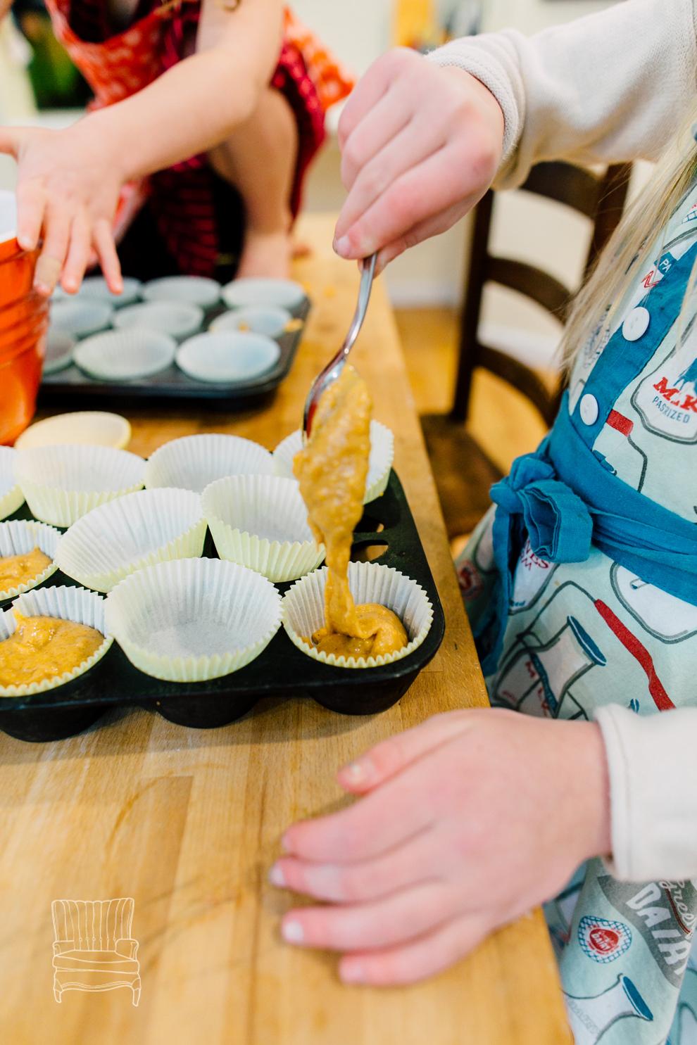 013-bellingham-family-lifestyle-photographer-katheryn-moran-kitchen-baking-pippin.jpg