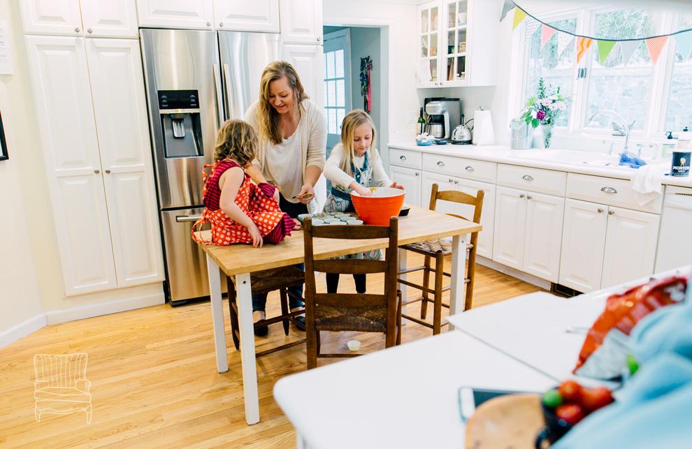 015-bellingham-family-lifestyle-photographer-katheryn-moran-kitchen-baking-pippin.jpg