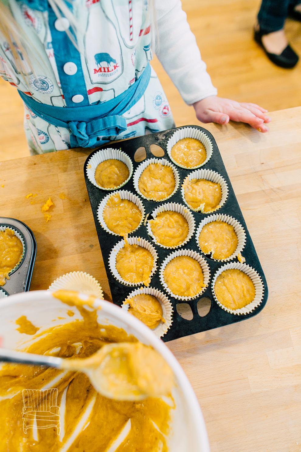 017-bellingham-family-lifestyle-photographer-katheryn-moran-kitchen-baking-pippin.jpg